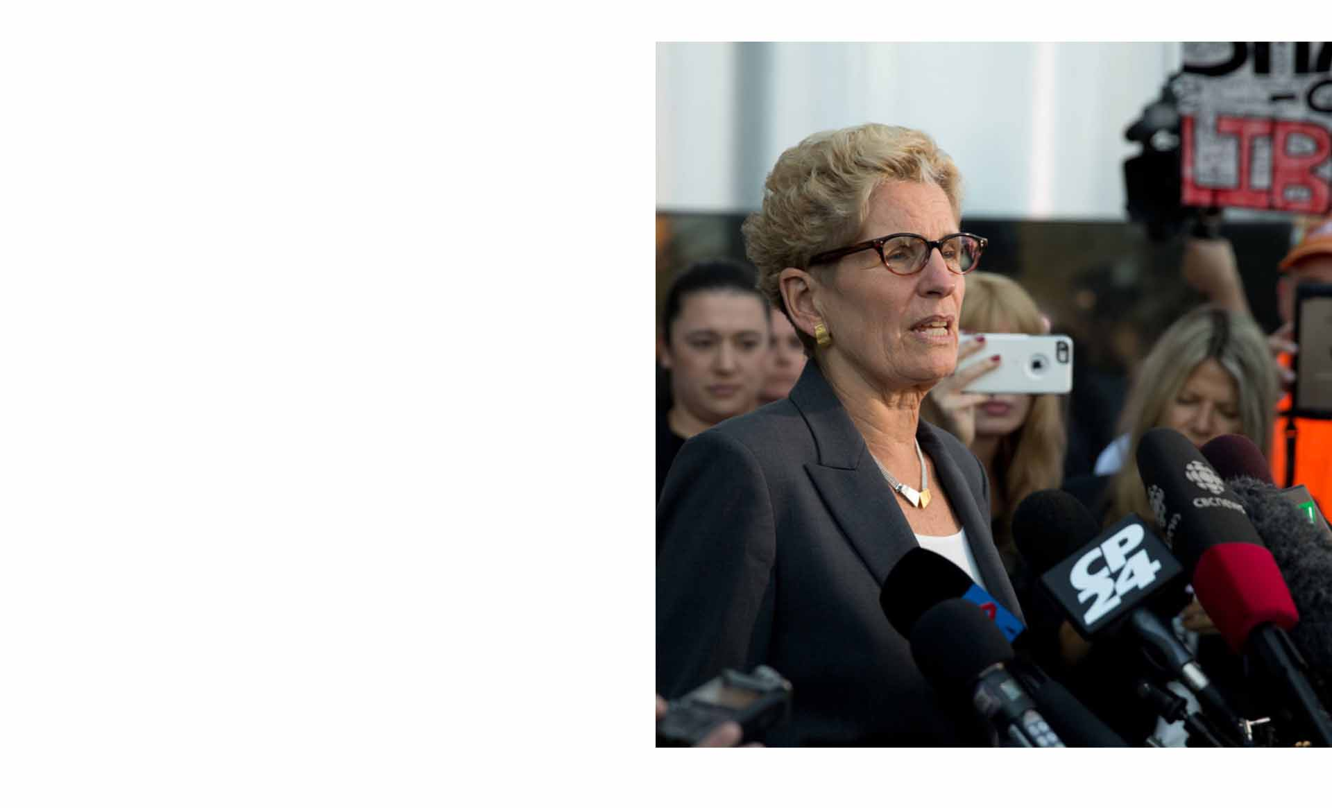 Kathleen Wynne wears an Anne-Marie Chagnon's necklace